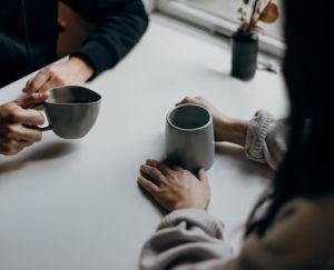 Conversaties met gekwetste mensen - vragen stellen en luisteren